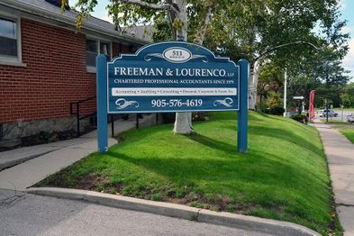 Freeman & Lourenco Sign